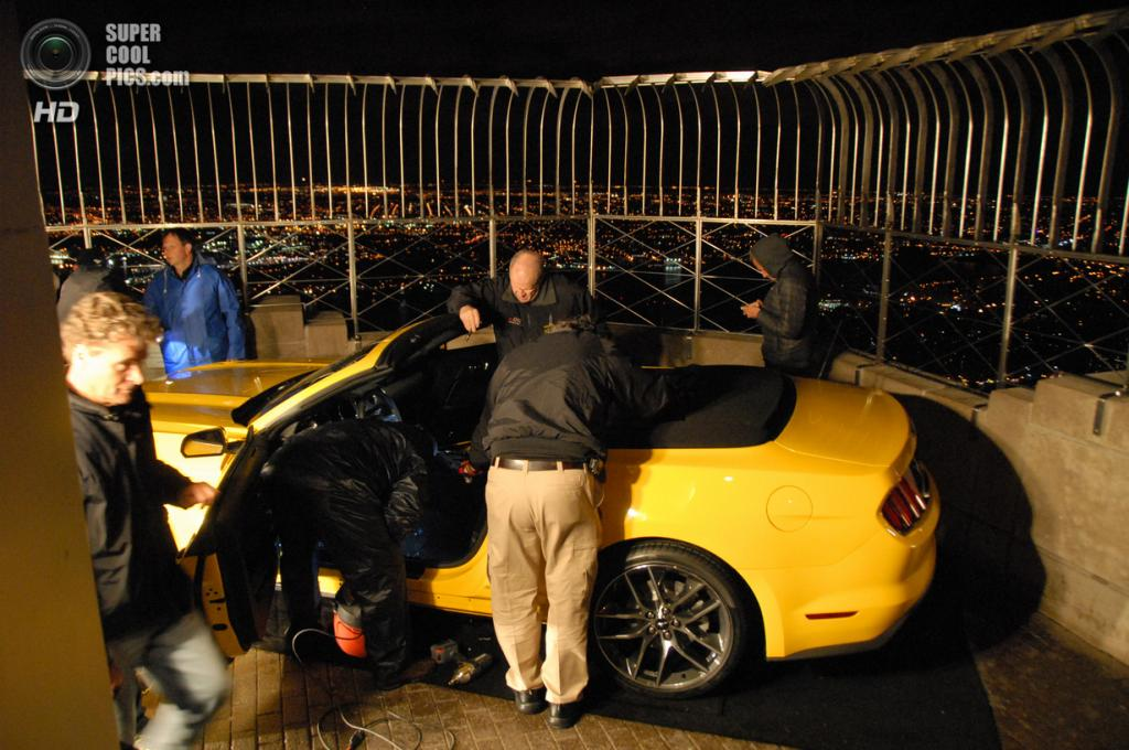 США. Нью-Йорк. 15 апреля. 2015 Ford Mustang GT на 86-м этаже Эмпайр-стейт-билдинг. (REUTERS)