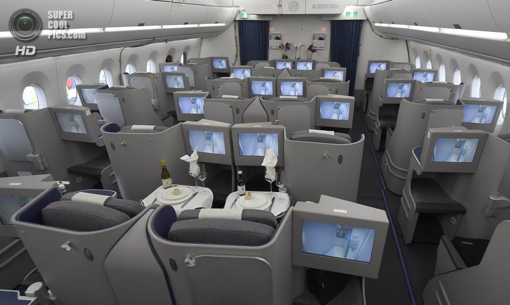 Германия. Гамбург. 7 апреля. Бизнес-класс Airbus A350 XWB. (REUTERS/Fabian Bimmer)
