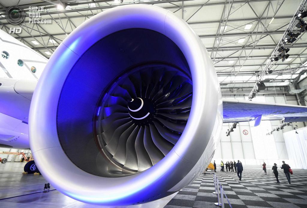 Германия. Гамбург. 7 апреля. Реактивный двигатель Airbus A350 XWB. (REUTERS/Fabian Bimmer)