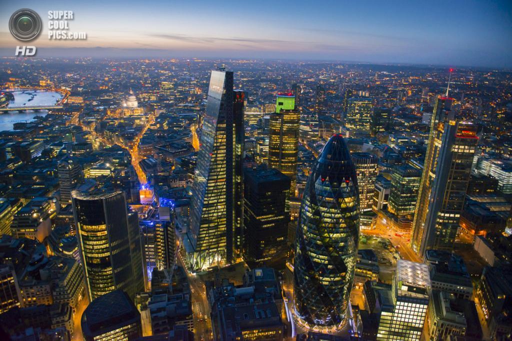 Великобритания. Лондон. Финансовый центр. (Jason Hawkes)
