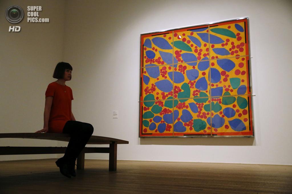 Великобритания. Лондон. 14 апреля. Картина «Lierre en fleur» Анри Матисса в галерее «Тейт Модерн». (REUTERS/Luke MacGregor)