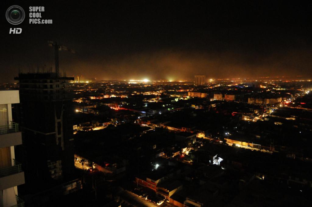 Чили. Икике, Тарапака. 2 апреля. Общий вид на город после землетрясения магнитудой 8,2 и объявления угрозы цунами. (AP Photo/Cristian Viveros)