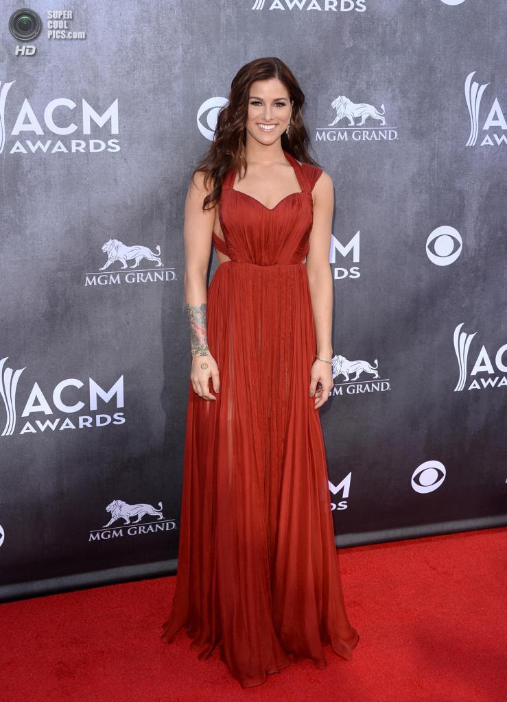 США. Лас-Вегас, Невада. 6 апреля. Певица Кэсседи Поуп на красной дорожке ACM Awards 2014. (Jason Merritt/Getty Images)