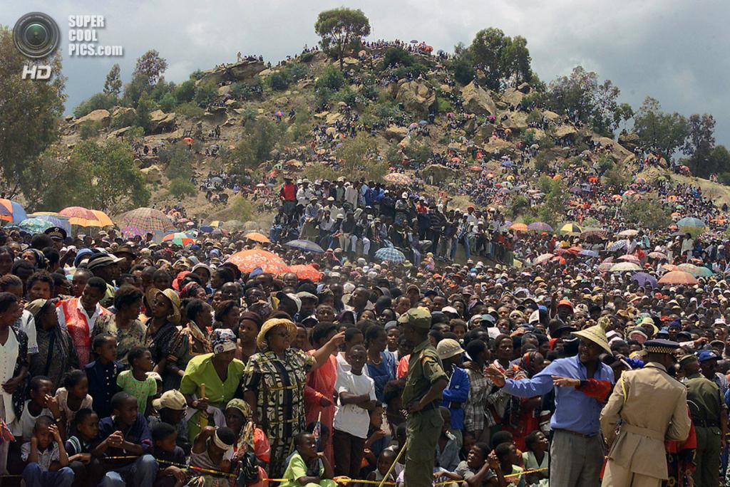 Лесото. Матсиенг, Масеру. 20 февраля 2000 года. Свадьба короля Лесото Летсие III и его возлюбленной Карабо Мотсоененг. (Reuters)