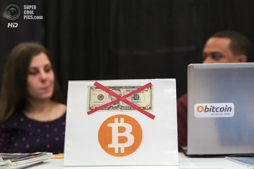 США. Нью-Йорк. 8 апреля. «Нет доллару — да криптовалюте». (REUTERS/Lucas Jackson)