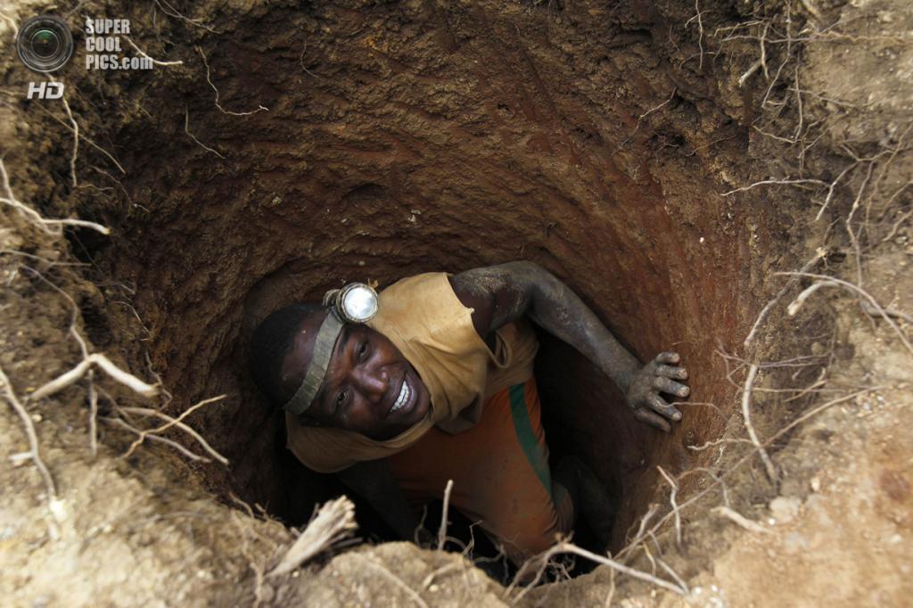 Кот-д'Ивуар. Буафле, Марауэ. 20 марта. Добыча золота на бывшей плантации какао. (REUTERS/Luc Gnago)