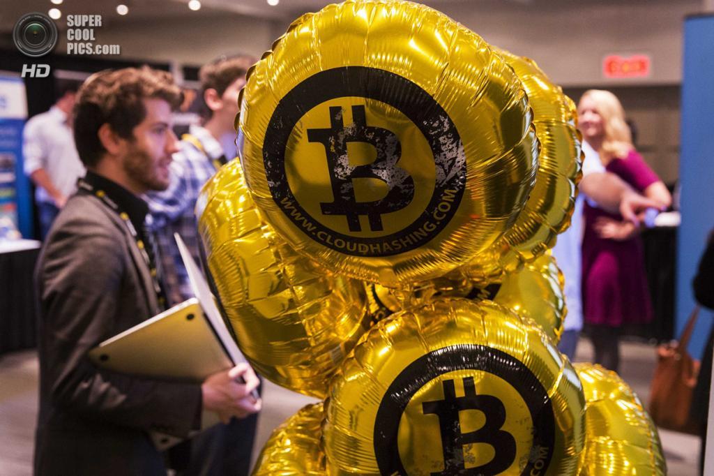 США. Нью-Йорк. 8 апреля. Надувные шары с символикой Bitcoin. (REUTERS/Lucas Jackson)