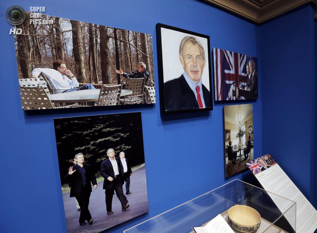 США. Колледж-Стейшен, Техас. 4 апреля. Портрет экс-премьер-министра Великобритании Тони Блэра на выставке работ экс-президента США Джорджа Буша-младшего «Искусство быть лидером: Личная дипломатия президента». (REUTERS/Brandon Wade)