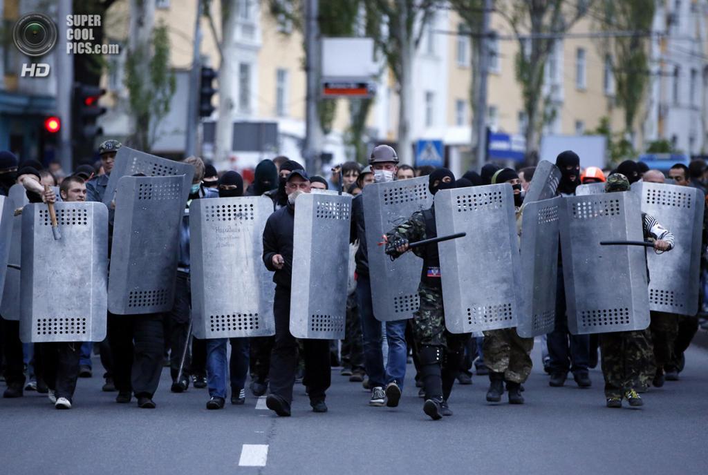 Украина. Донецк. 28 апреля. Пророссийские активисты. (REUTERS/Marko Djurica)