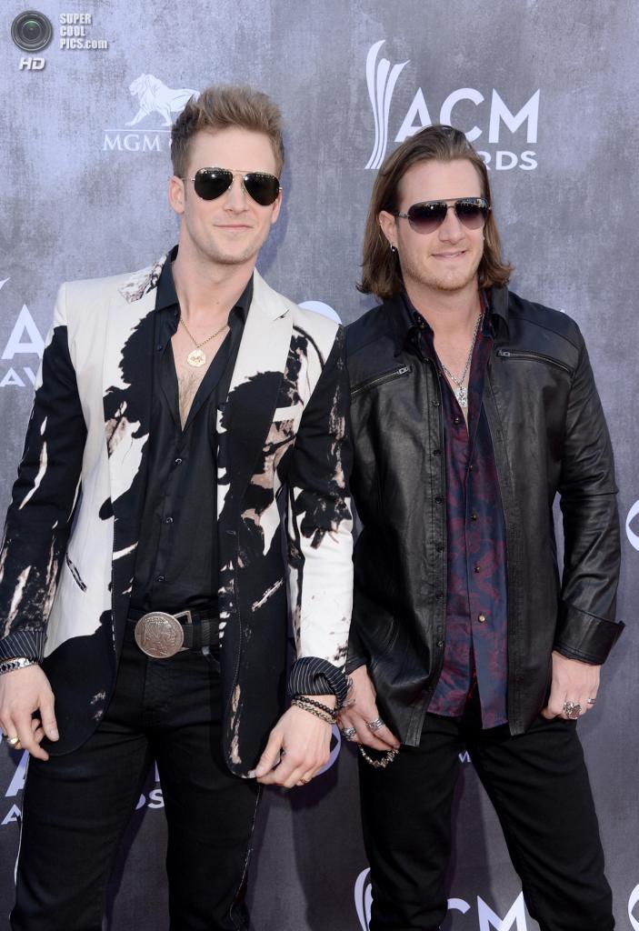 США. Лас-Вегас, Невада. 6 апреля. Участники группы Florida Georgia Line Брайан Келли и Тайлер Хаббард на красной дорожке ACM Awards 2014. (Jason Merritt/Getty Images)