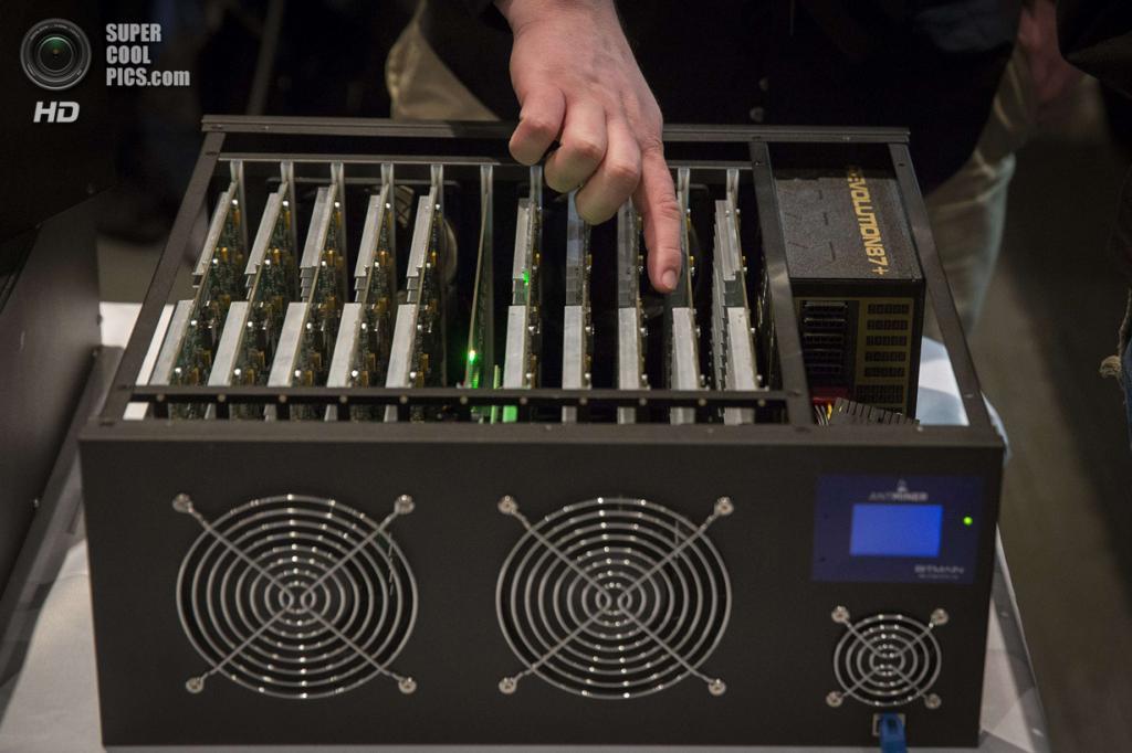 США. Нью-Йорк. 8 апреля. «Майнинг» Bitcoin с помощью специальной установки. (REUTERS/Lucas Jackson)