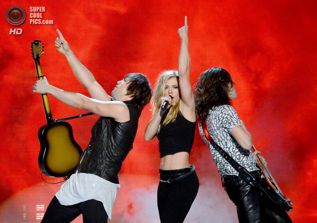 США. Лас-Вегас, Невада. 6 апреля. Выступление группы The Band Perry на церемонии вручения премии ACM Awards 2014. (Ethan Miller/Getty Images)