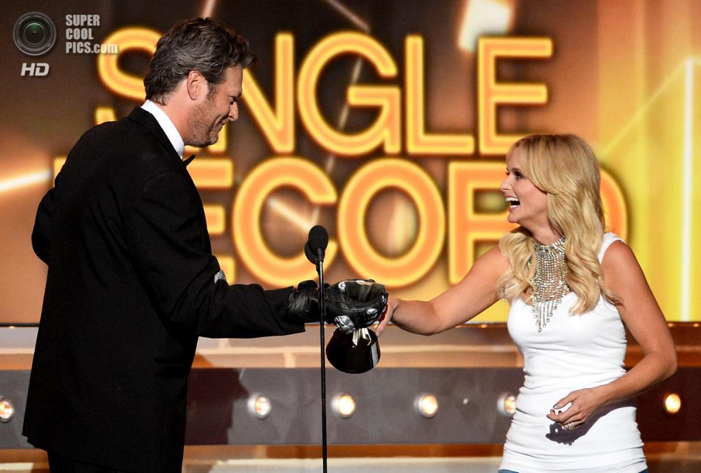 США. Лас-Вегас, Невада. 6 апреля. Миранда Ламберт получает премию ACM Awards 2014 в номинации «Сингл года». (Ethan Miller/Getty Images)