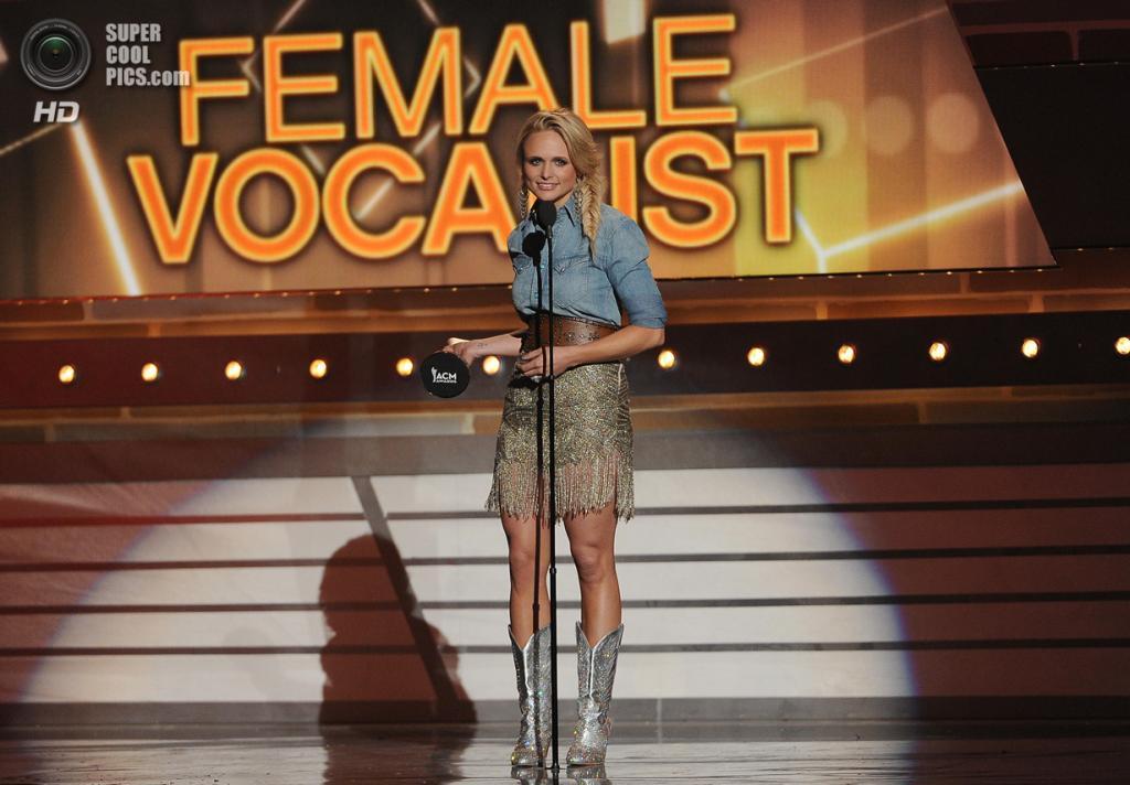 США. Лас-Вегас, Невада. 6 апреля. Миранда Ламберт получает премию ACM Awards 2014 в номинации «Вокалистка года». (Ethan Miller/Getty Images)