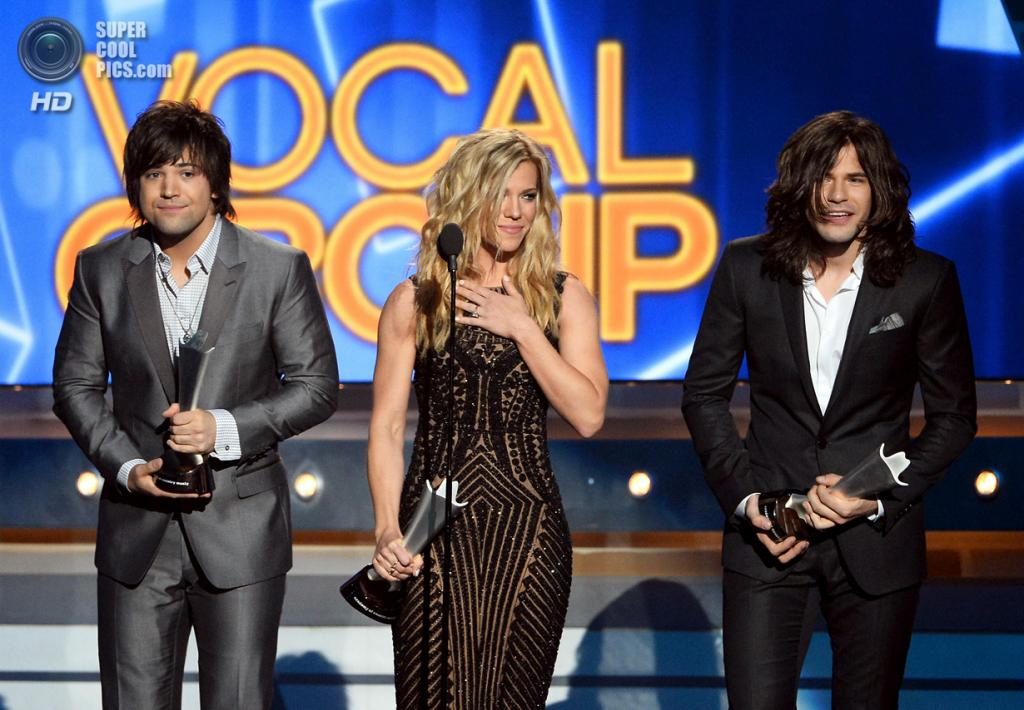 США. Лас-Вегас, Невада. 6 апреля. Группа The Band Perry получает премию ACM Awards 2014 в номинации «Вокальная группа года». (Ethan Miller/Getty Images)