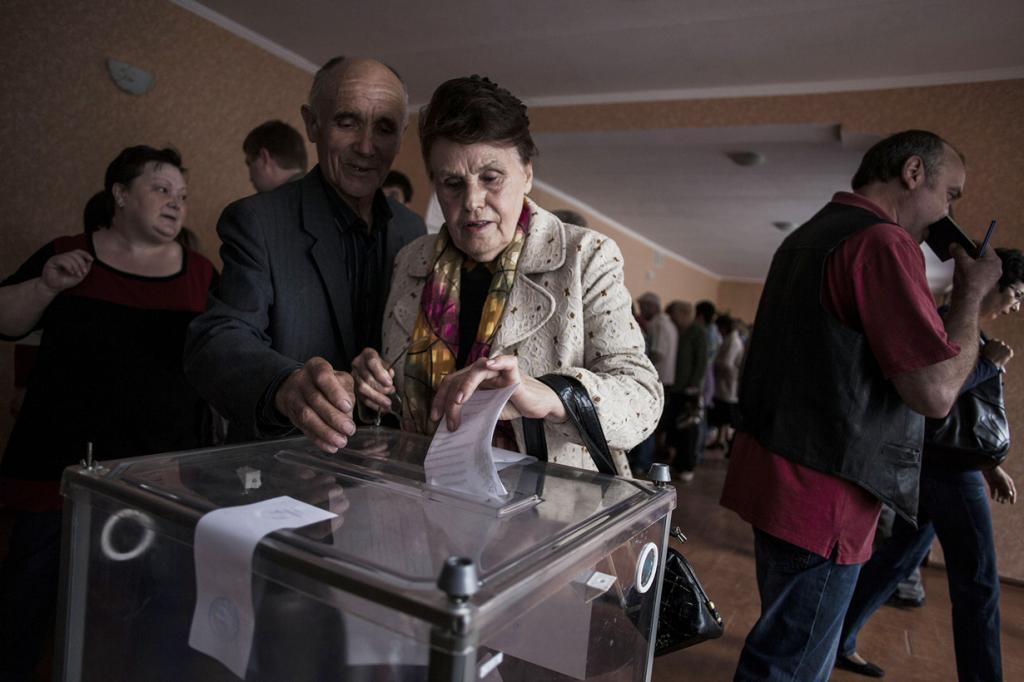 Донбасс последует за Крымом? Стали известны результаты референдума (30 фото)