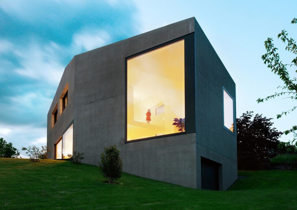 Швейцария. Ла-Тур-де-Пей, Во. Частный дом Villa Dind, спроектированный LINK architectes. (Lionel Henriod)