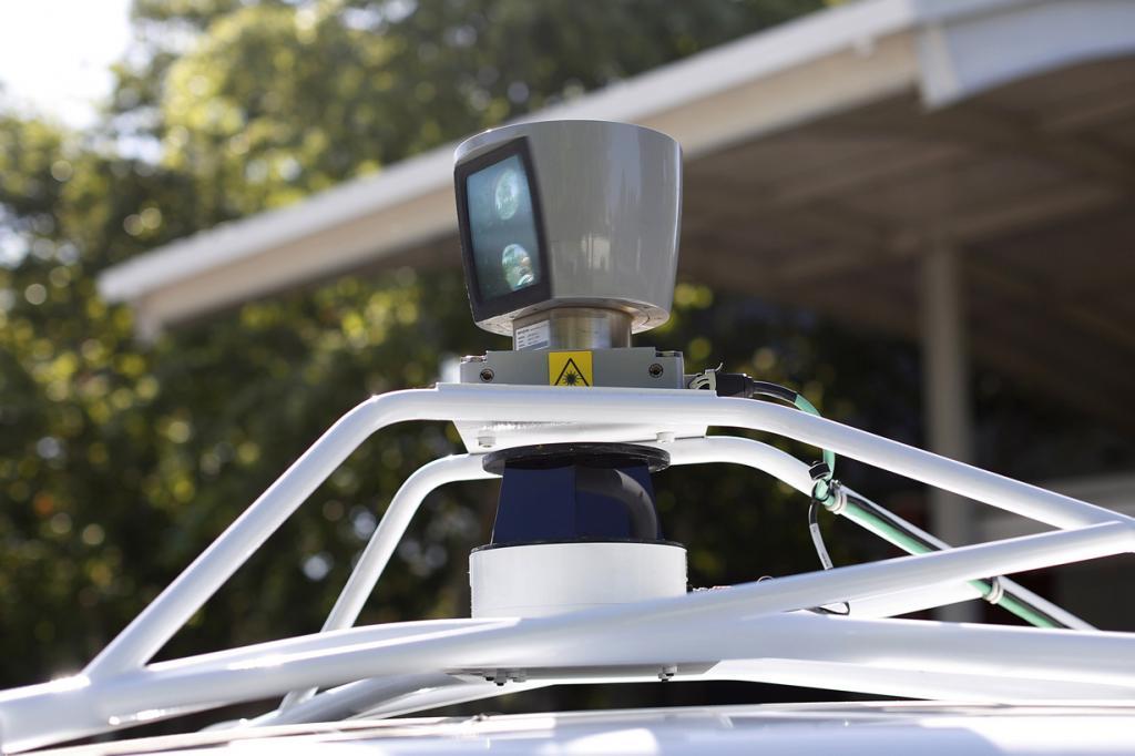 США. Маунтин-Вью, Калифорния. 13 мая. Демонстрация беспилотного автомобиля Google. (REUTERS/Stephen Lam)