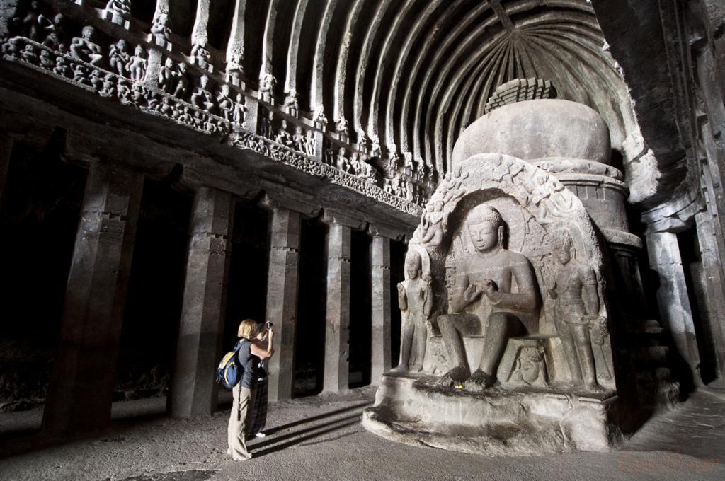 Пещерные храмы в Эллоре (9 фото)