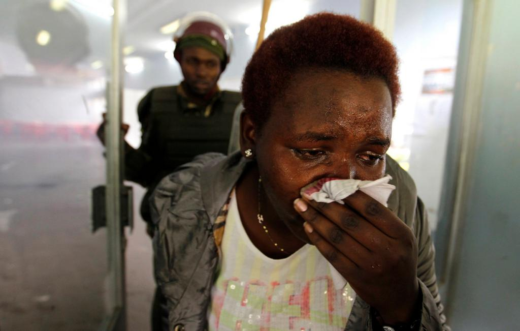 Избиение кенийских студентов (25 фото)