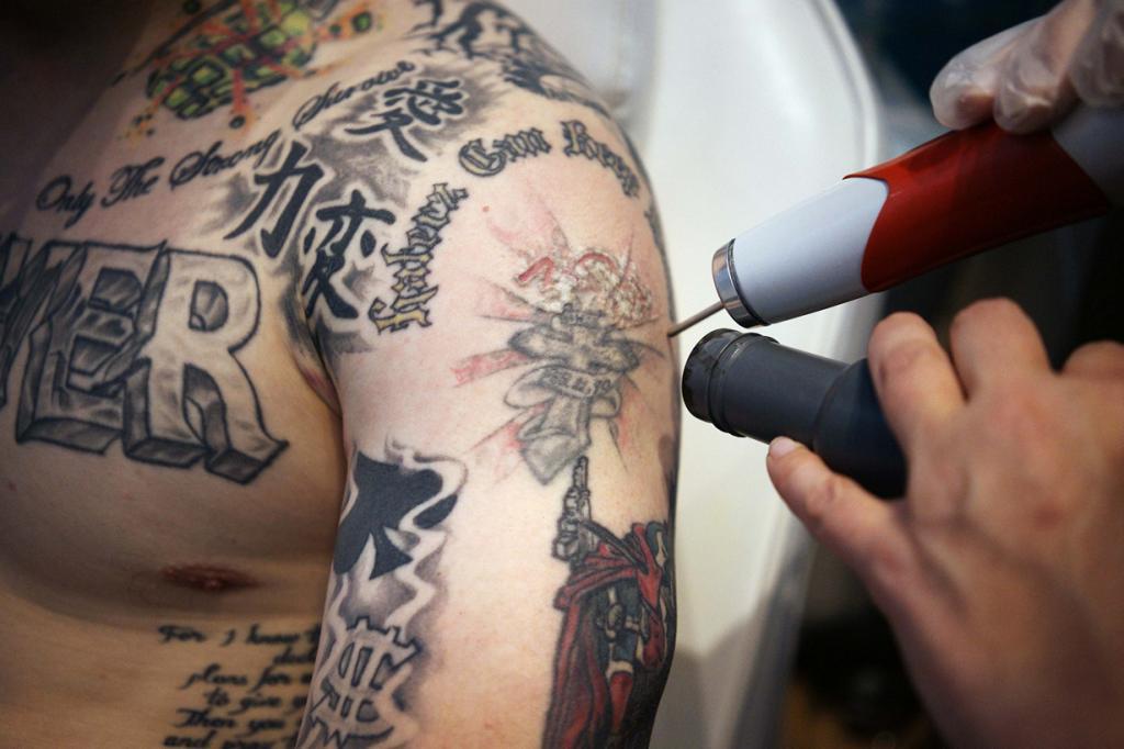 Зачем тебе эти татуировки? (7 фото)