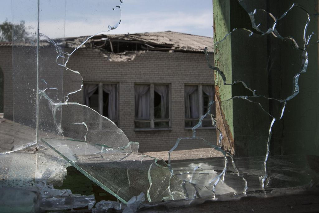 Жители Славянска покидают город (13 фото)