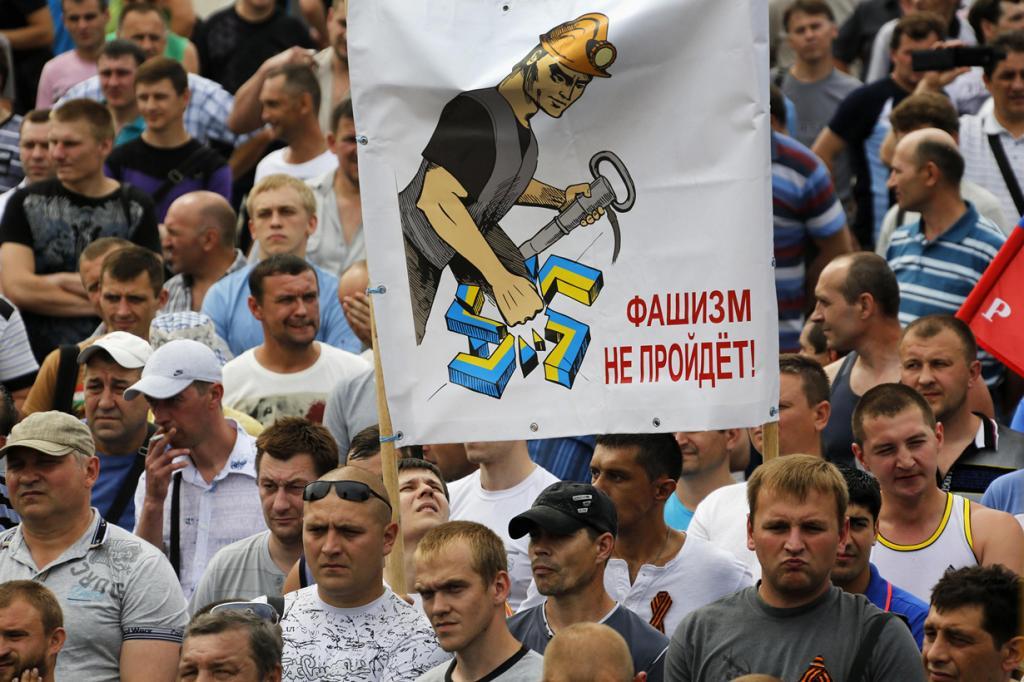 Марш шахтёров против военных действий на Донбассе (11 фото)