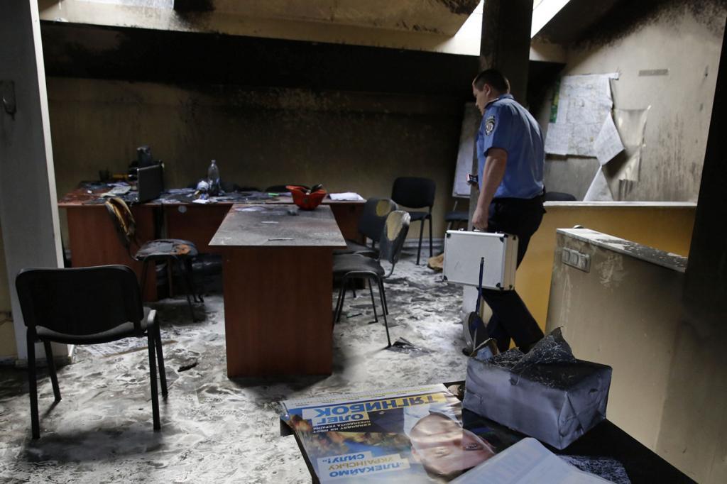 Украина. Одесса. 28 мая. Сожжённый штаб ВО «Свобода». (REUTERS/Yevgeny Volokin)