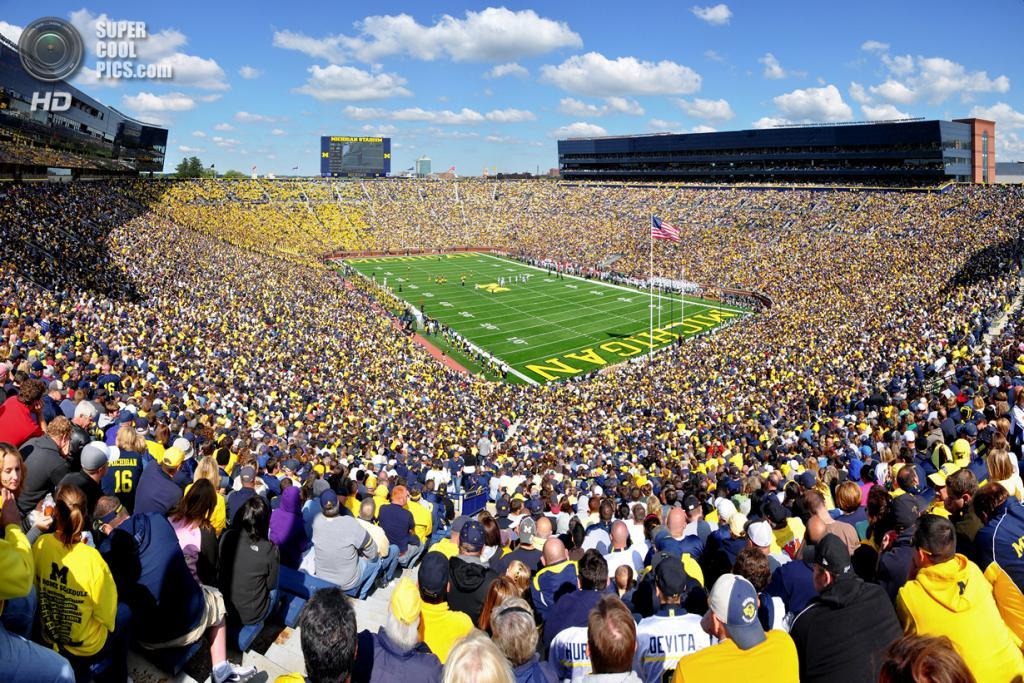 Спортивный матч на «Мичиган Стэдиум». Вместимость арены: 109 901 человек. (AndrewHorne)