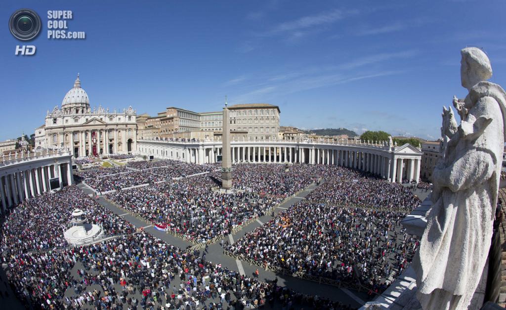 Пасхальная месса в Ватикане при участии 100 000 верующих. (AP Photo/Alessandra Tarantino)