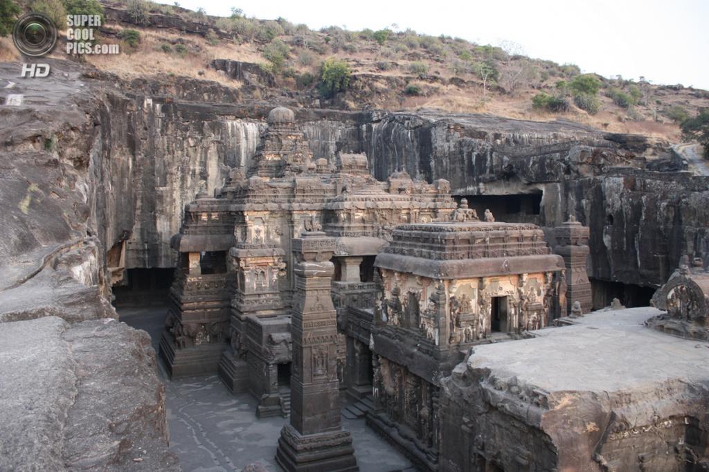 Индия. Эллора, Махараштра. Пещерные храмы. (Arian Zwegers)