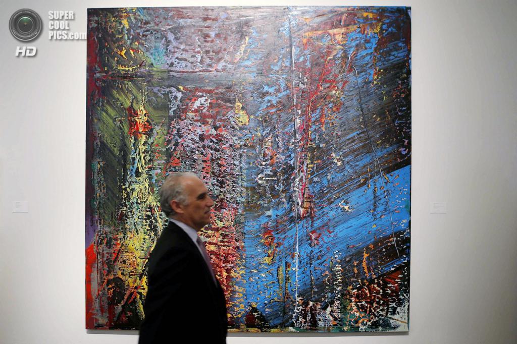 США. Нью-Йорк. 2 мая. Картина Герхарда Рихтера «Blau» на выставке аукционного дома «Сотбис». (REUTERS/Eduardo Munoz)