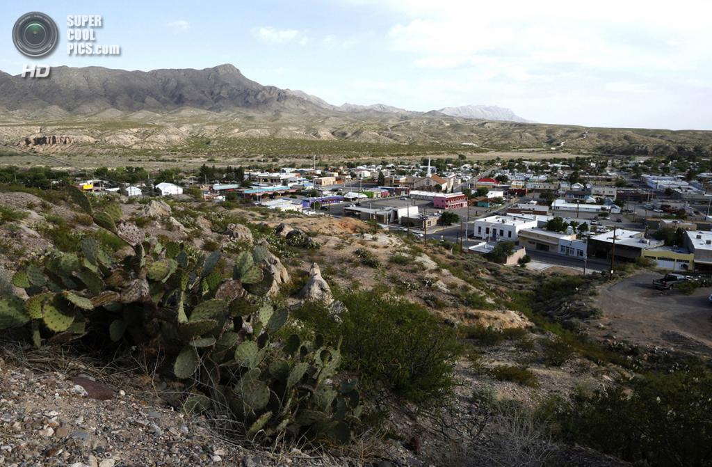 США. Трут-ор-Консекуэнсес, Нью-Мексико. 1 мая. Общий вид на город. (REUTERS/Lucy Nicholson)