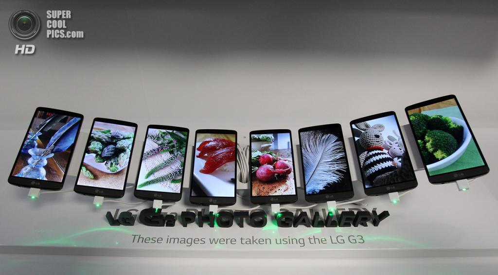 Южная Корея. Сеул. 28 мая. Стенд со смартфонами LG G3, демонстрирующий возможности встроенной камеры. (AP Photo/Ahn Young-joon)
