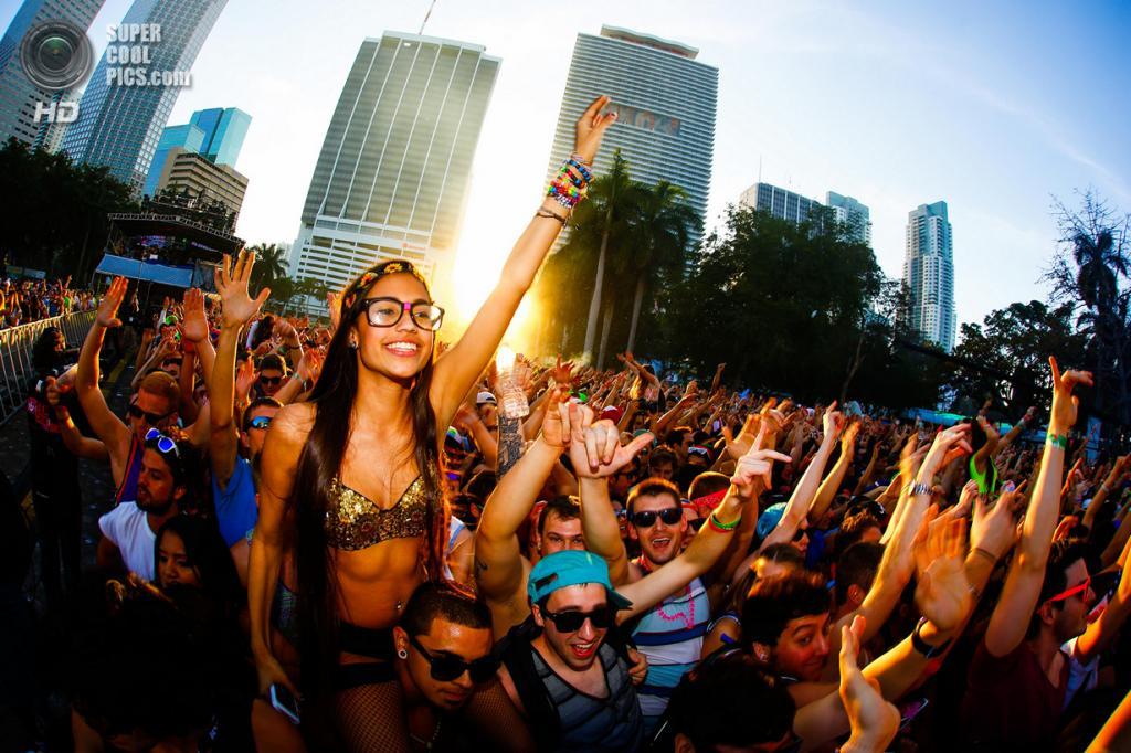 Фестиваль Ultra Music Festival. Посещаемость: 150 000 человек. (DJ Pictures & HD Wallpapers)