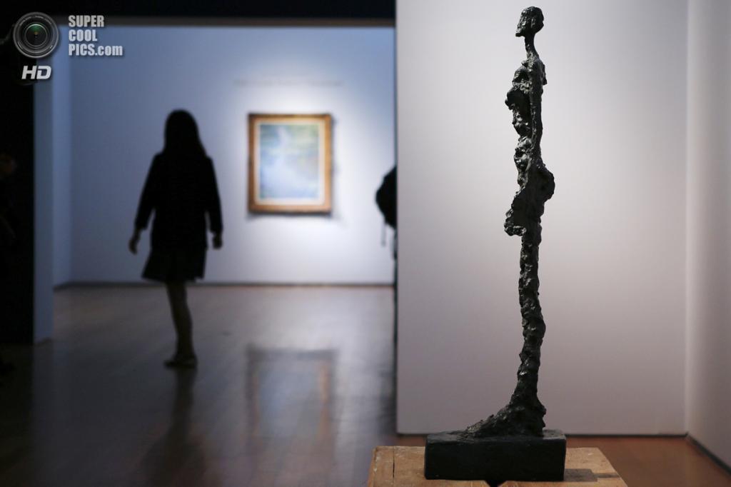 США. Нью-Йорк. 2 мая. Скульптура Альберто Джакометти «Femme de Venise IV» на выставке аукционного дома «Кристис». (REUTERS/Eduardo Munoz)