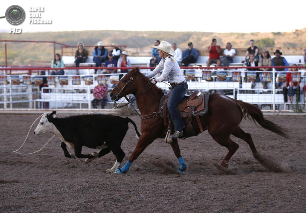 США. Трут-ор-Консекуэнсес, Нью-Мексико. 2 мая. Родео во время ежегодной «Фиесты». (REUTERS/Lucy Nicholson)