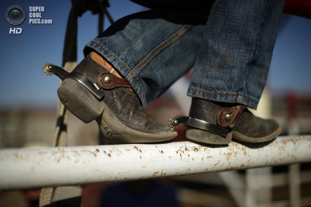 США. Трут-ор-Консекуэнсес, Нью-Мексико. 3 мая. Ковбойские ботинки. (REUTERS/Lucy Nicholson)