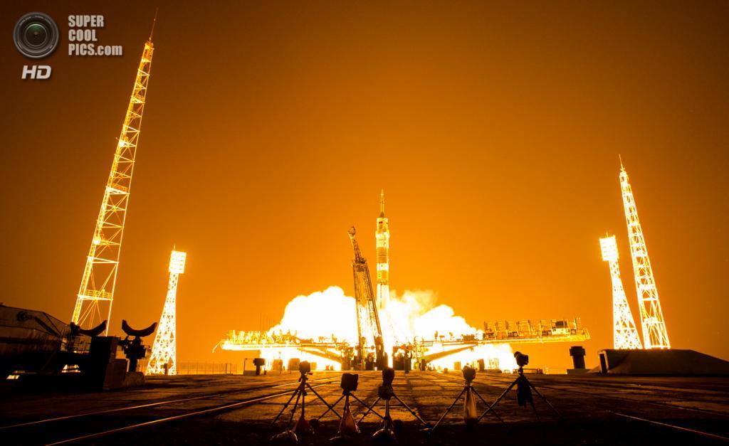 Казахстан. Байконур. 28 мая. Во время запуска космического корабля «Союз ТМА-13М» с космодрома «Байконур». (NASA/Joel Kowsky)