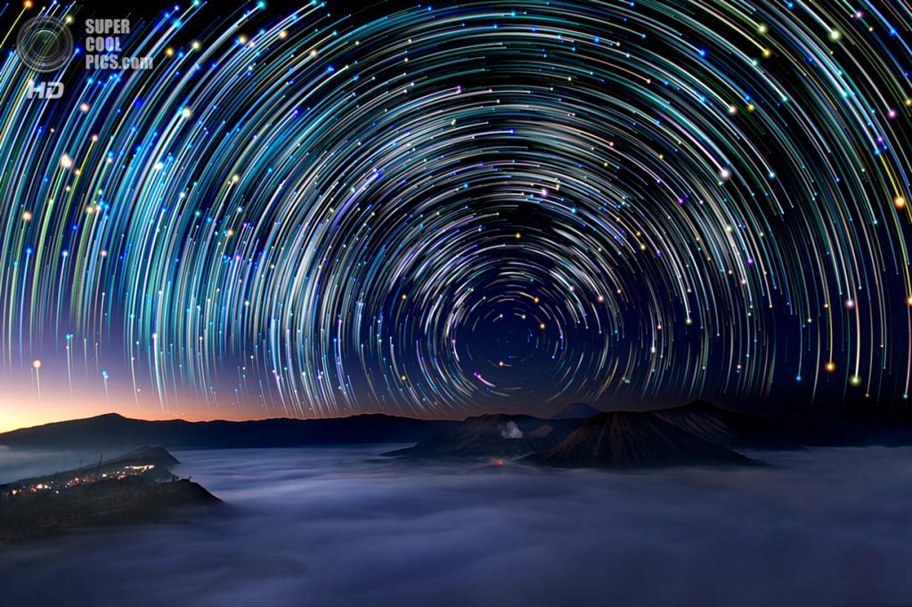 Индонезия. Вулкан Бромо. Звёздное небо. (Justin Ng)
