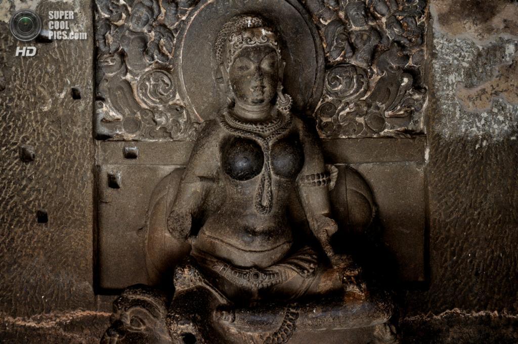 Индия. Эллора, Махараштра. Пещерные храмы. (Amit Rawat)