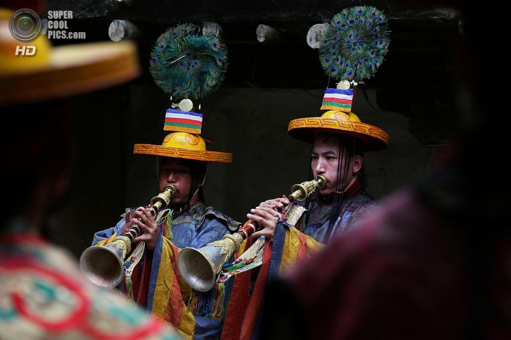 Непал. Ло-Мантанг. 25 мая. Монахи во время празднования фестиваля Tenchi. (Taylor Weidman/Getty Images)