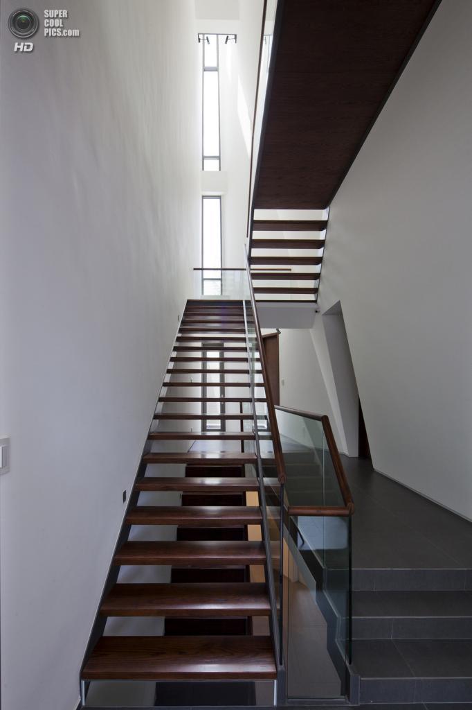Вьетнам. Хошимин. Частный дом Folding Wall House, спроектированный Nhà Dân Architecture. (Hiroyuki Oki)