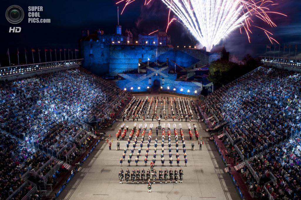 Королевский эдинбургский парад военных оркестров. Посещаемость: 200 000 человек. (Home of Auchterarder)