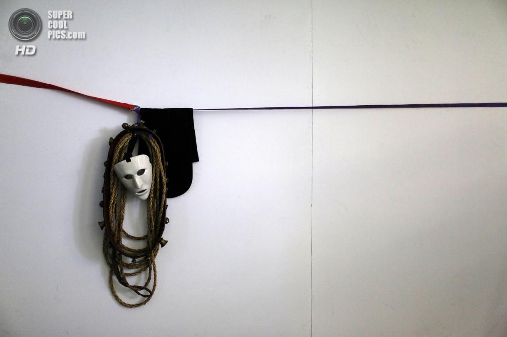 Португалия. Лиссабон. 10 мая. Во время 9-го Международного фестиваля иберийских масок. (REUTERS/Rafael Marchante)