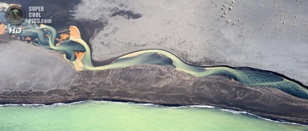 Река в Исландии. (Andrey Ermolaev/Solent News)