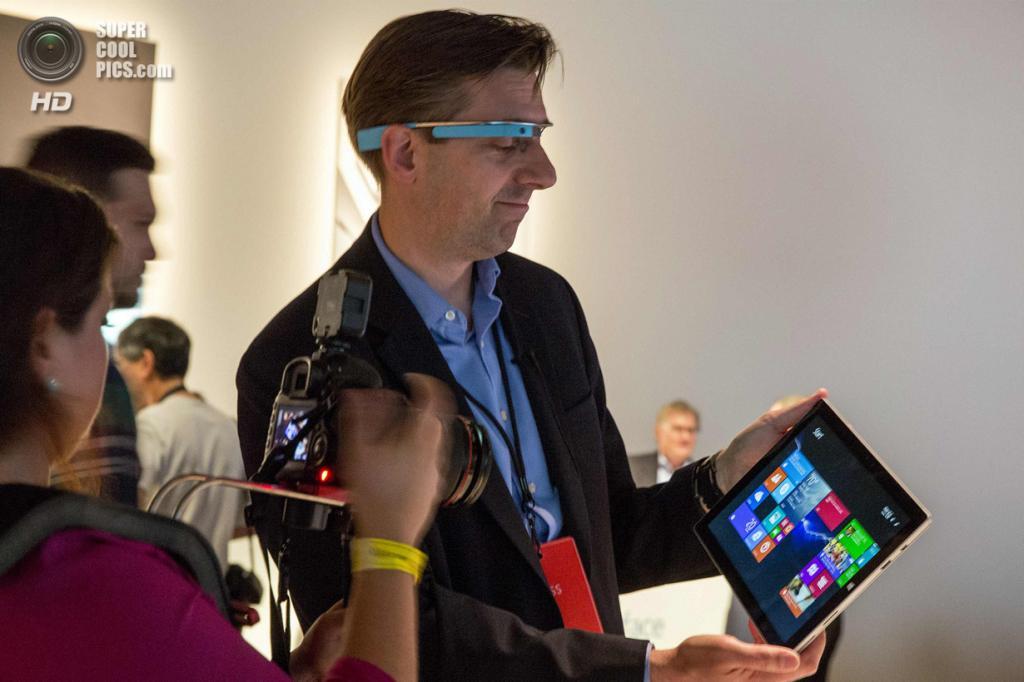 США. Нью-Йорк. 20 мая. Пресс-показ Surface Pro 3. (REUTERS/Brendan McDermid)