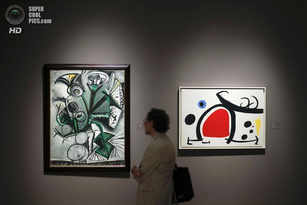 США. Нью-Йорк. 2 мая. Картины Пабло Пикассо на выставке аукционного дома «Сотбис». (REUTERS/Eduardo Munoz)