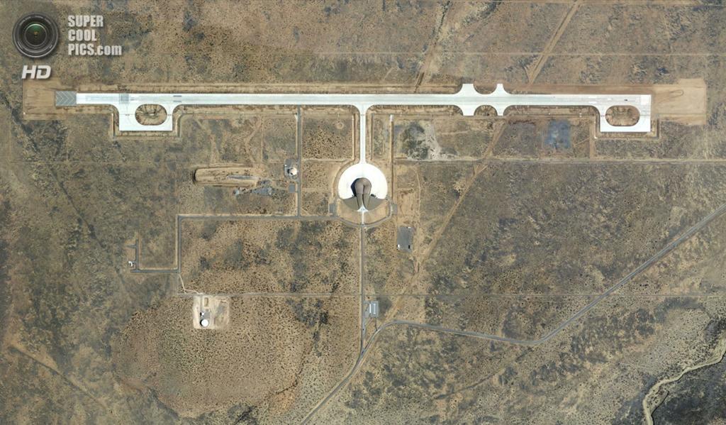 США. Трут-ор-Консекуэнсес, Нью-Мексико. Вид на космопорт «Америка» со спутника. (USDA Farm Service)