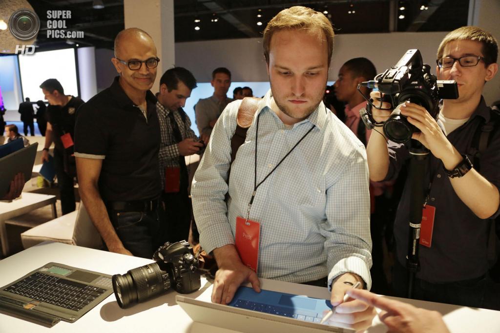 США. Нью-Йорк. 20 мая. Пресс-показ Surface Pro 3. (AP Photo/Mark Lennihan)